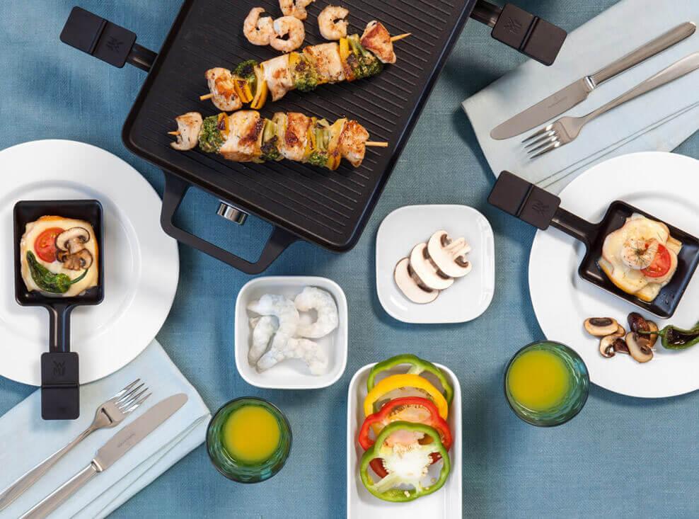 Gedeckter Raclette-Tisch mit der Porzellanserie No Limits von Seltmann Weiden